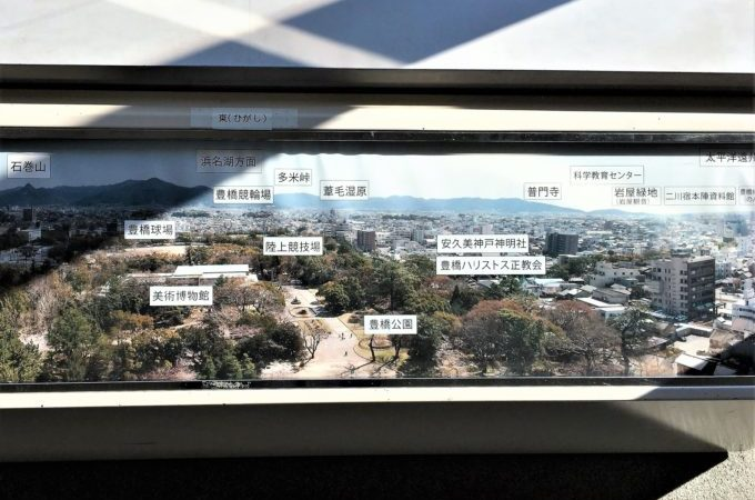 豊橋市役所展望ロビーの案内板
