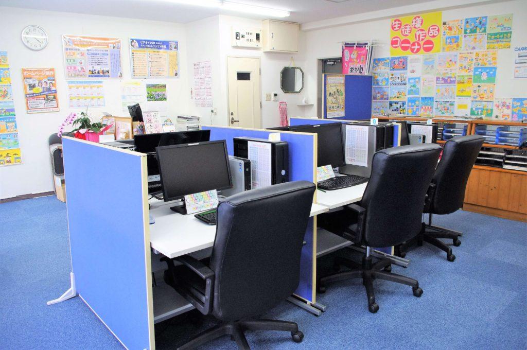マナカルPCスクールの教室内