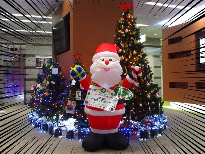 豊橋商工会議所ロビーのクリスマスツリー